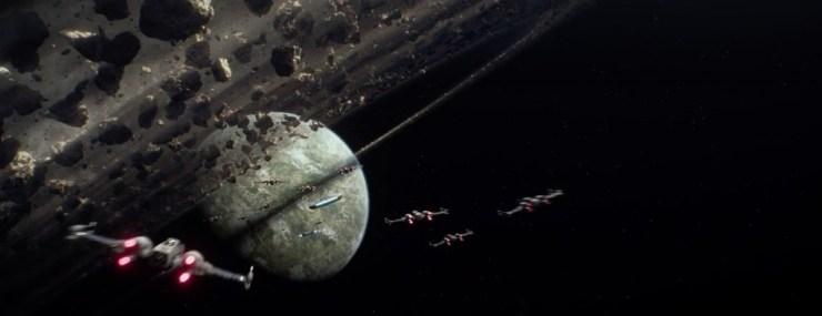 X-Wings en de Millennium Falcon onderweg naar D'Qar