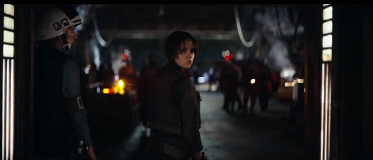 En daar is ze dan, Felicity Jones als Jyn Erso, het hoofdpersoon in de film.