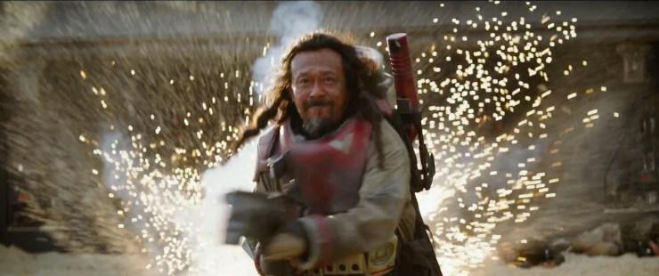 Jiang Wen's personage trekt een sprintje om niet opgeblazen te worden.