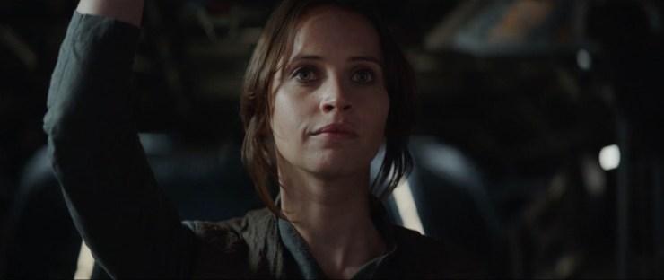 Jyn lijkt trots en onder de indruk van haar Rogue One team. May the Force be with us.