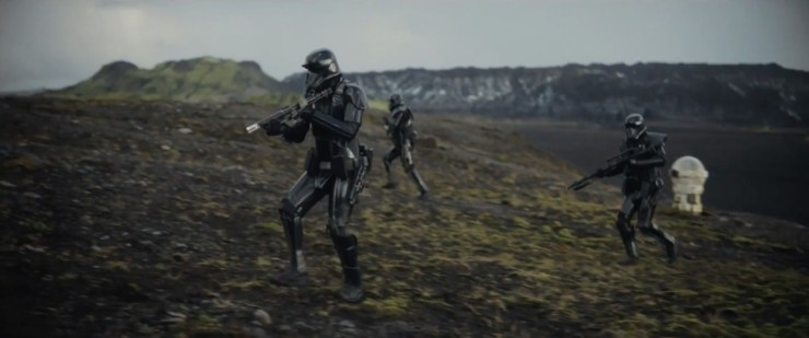 Een aantal Death Troopers klaar voor actie.