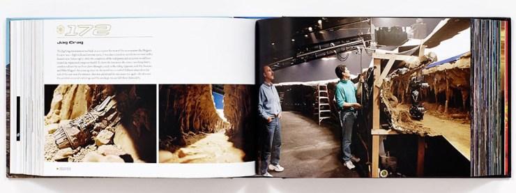 Pat Sweeney en Mike Olague werken aan camera opnames in de Jag Crag, de grot waar de podracers in The Phantom Menace doorheen racen.