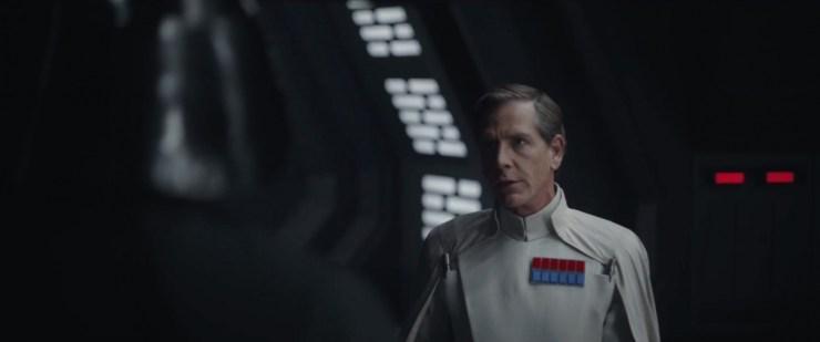 In dit shot zien we Krennic in gesprek met Darth Vader, hij heeft het over de immense kracht van de Death Star.