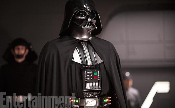 Geen nieuwe info hier, wel de beste blik op Vader's kostuum in de film tot nog toe.