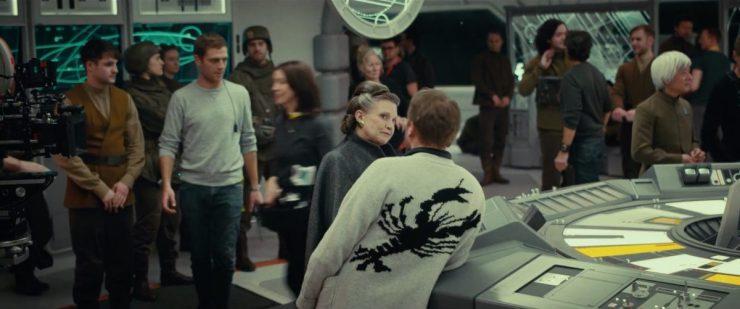 Rian Johnson in gesprek met Carrie Fisher in een Resistance War Room.