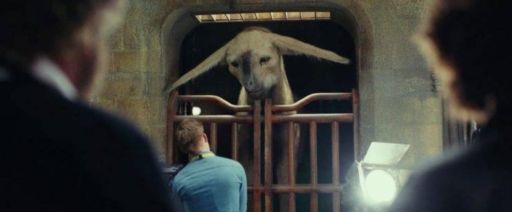 Een van de nieuwe aliens in de film. Dit grote rijdier zagen we eerder al in gelekte set foto's, toen met Finn en Rose op zijn rug.