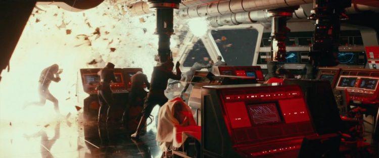 Dit is niet de eerste keer dat we een dergelijke First Order ruimte zien ontploffen. Zou een gestolen TIE Fighter ook deze keer weer de oorzaak van deze vernieling zijn?
