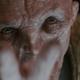"""Vervolgens zien we het eerste echte shot van Supreme Leader Snoke, met zijn hand uitgestrekt zegt hij """"fulfil your destiny""""."""