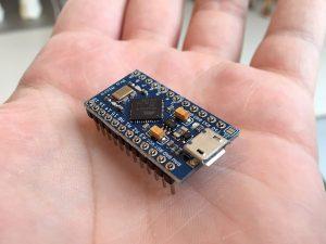 De Arduino Micro die de audiochip en verlichting aanstuurt.