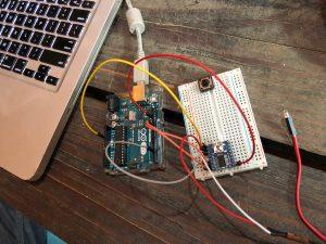 Hier ben ik de Arduino code om de audiochip aan te sturen aan he schrijven en testen. Tot alles werkt gebruik ik een Arduino Uno om alles te testen, wanneer het werkt kan ik de Uno vervangen door een Nano en alles samen op een PCB solderen.