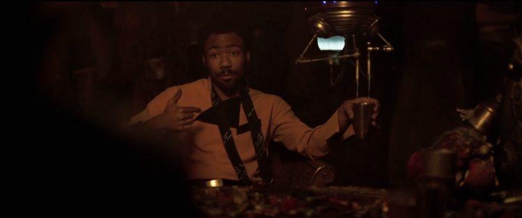 Han zegt dat hij een verhaal over Lando gehoord heeft en vraagt hem of het waar is, vervolgens geeft Lando zoals alleen Lando dat kan aan dat alles wat hij over hem gehoord kan hebben waar is.