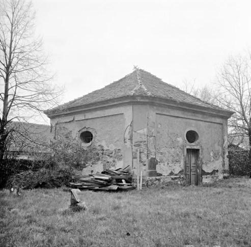 Márnice u kostela v 70. letech
