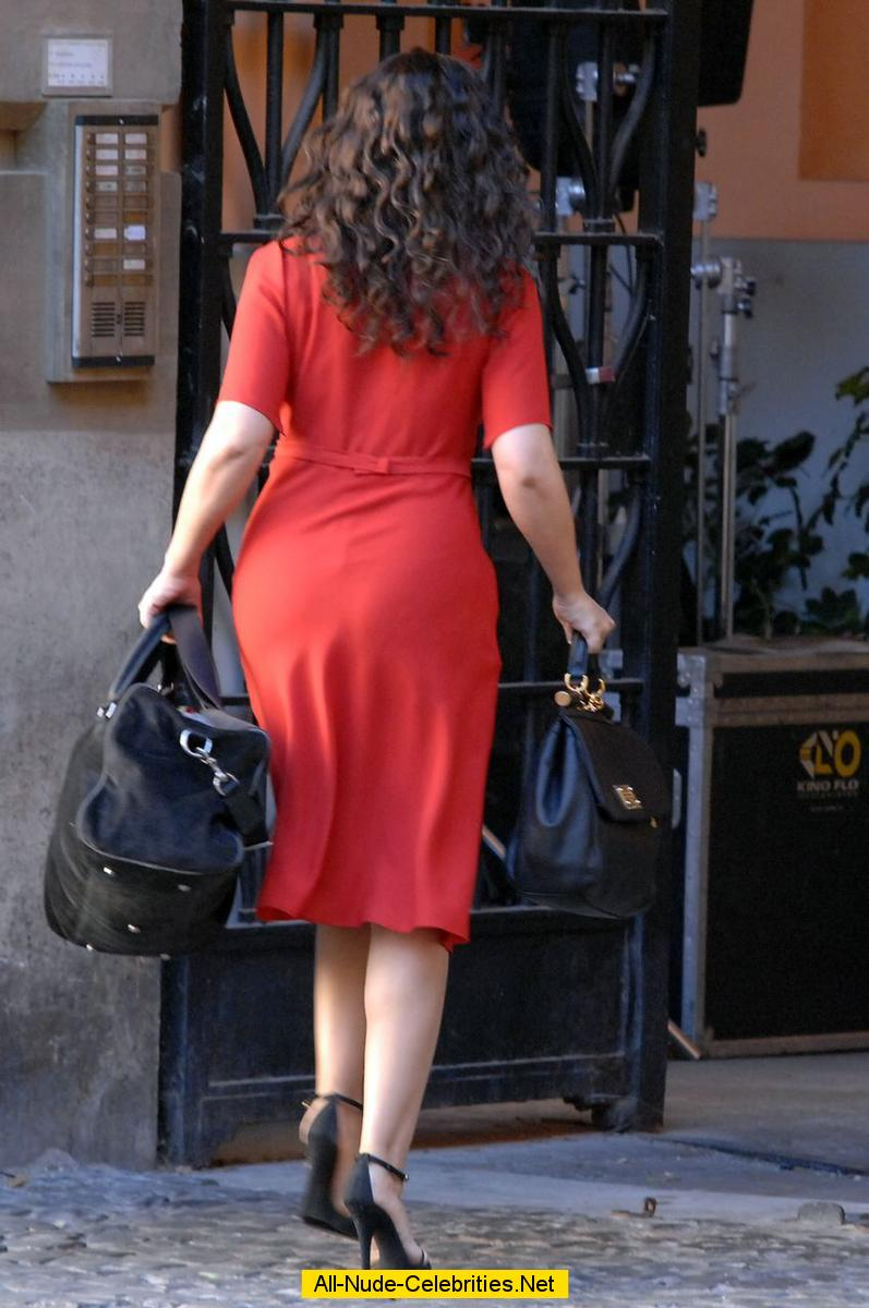 Monica Bellucci In Red Dress On Set Of Manuale D Amore 3
