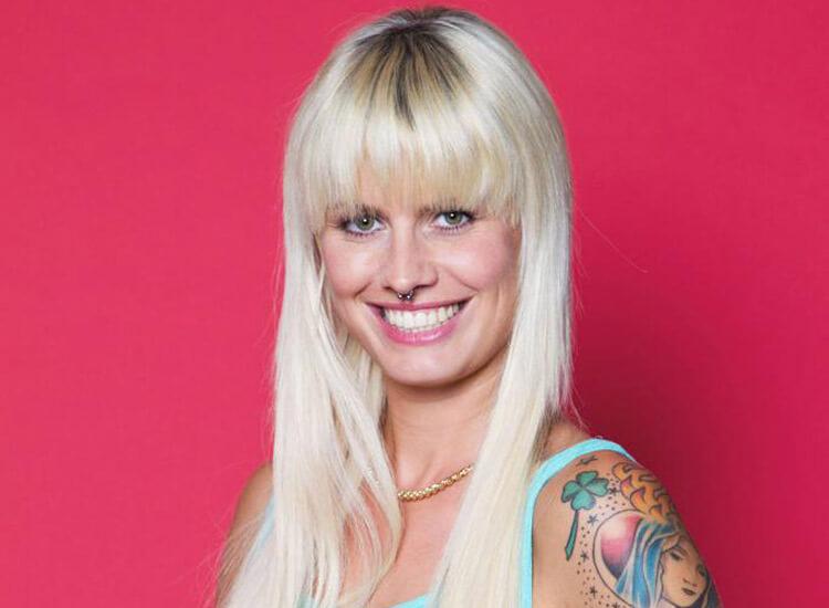 Pia Tillmann hat jetzt schwarze Haare  STARZIP