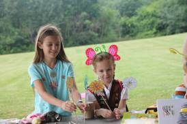 Brownies teach Daisies the Girl Scout Law at Wings in the Park