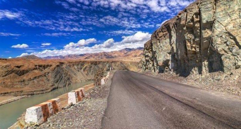 Magnet Hill Ladakh Tour