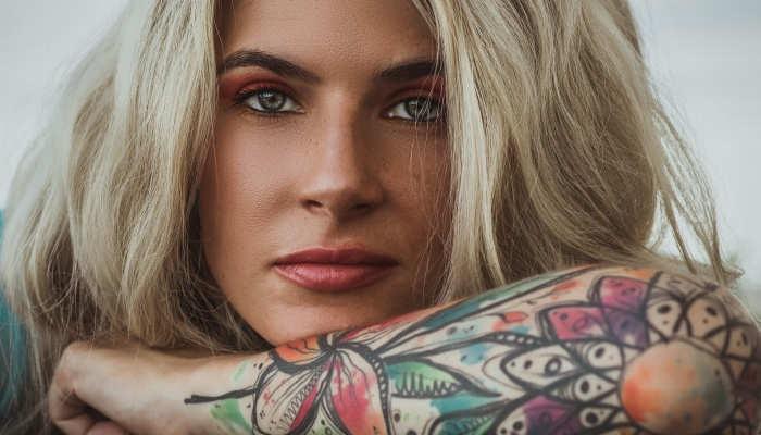 Tatuajes Y Piercing En El Trabajo De Moda Pero Bien Vistos