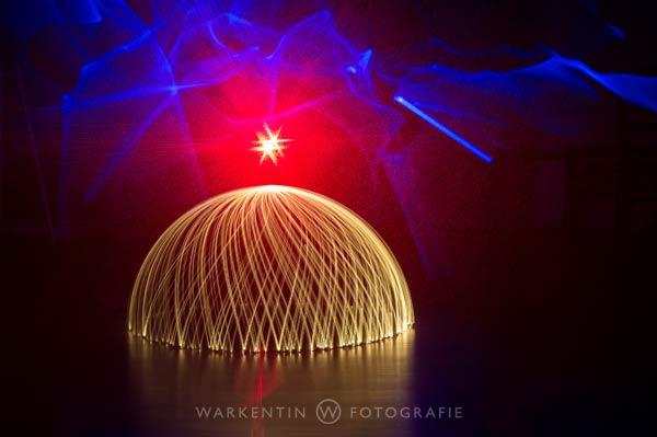 Lightpainting, egal ob im Studio oder draussen, ist ohne Stativ nicht möglich. (Foto: Karl H. Warkentin)