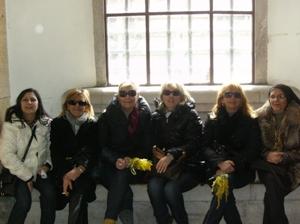 Le lavoratrici degli asilo di Foggia nell'entrata del Comune (image N.Saracino)