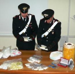 Carabinieri del comando provinciale di Foggia con la merce sequestrata