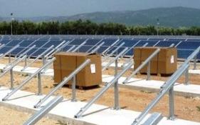 Installazioni impianti fotovoltaici, immagine d'archivio (Stato)