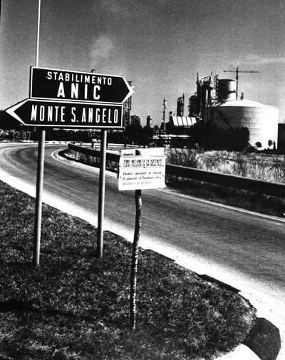 Segnaletica ingresso Anic, in seguito Enichem Agricoltura (st@ - Ph: Comune di Manfredonia)