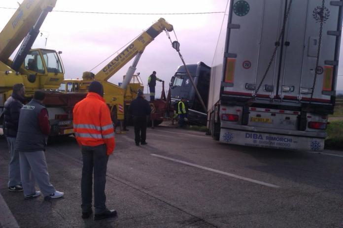 Un incidente sulla strada statale 16 - IMMAGINE D'ARCHIVIO
