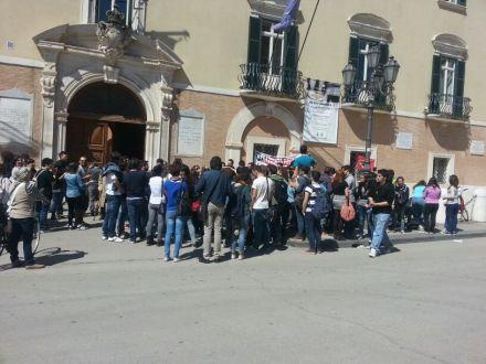 Passate proteste contro ridizione orario Magna Capitanata (SC)