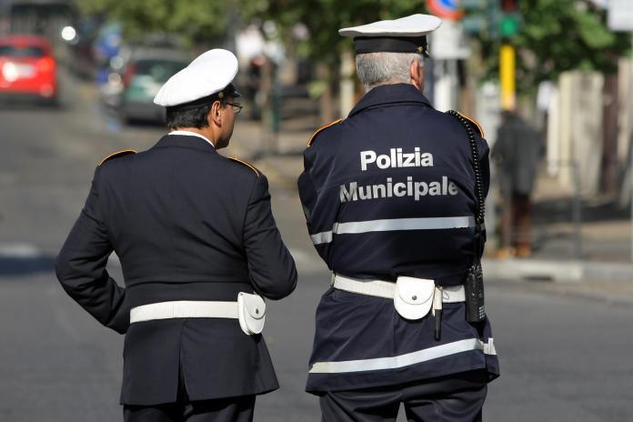 Operatori polizia municipale (immagine d'archivio, non riferita al testo, google image)