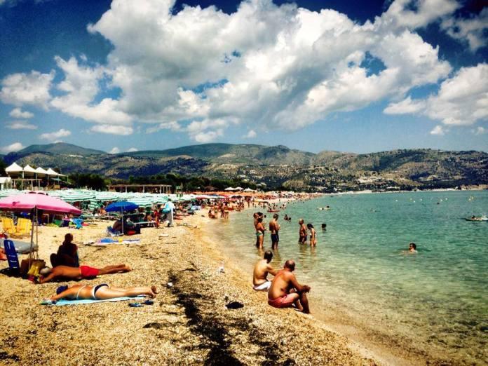 Spiaggia Mattinata (ph: LEONARDO RINALDI) IMMAGINE D'ARCHIVIO, NON RIFERITA AL TESTO
