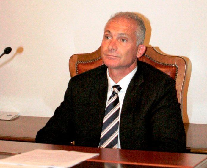 Gianni Rotice osserva (MAIZZI)