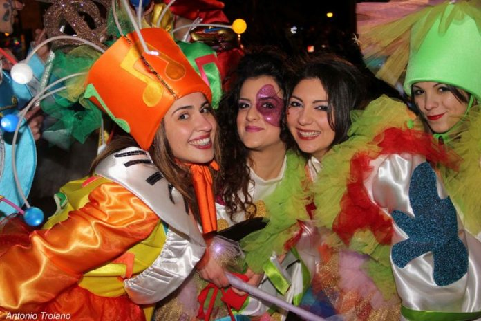 Carnevale Manfredonia, sfilata notturna (ph: antonio troiano - IMMAGINE D'ARCHIVIO)
