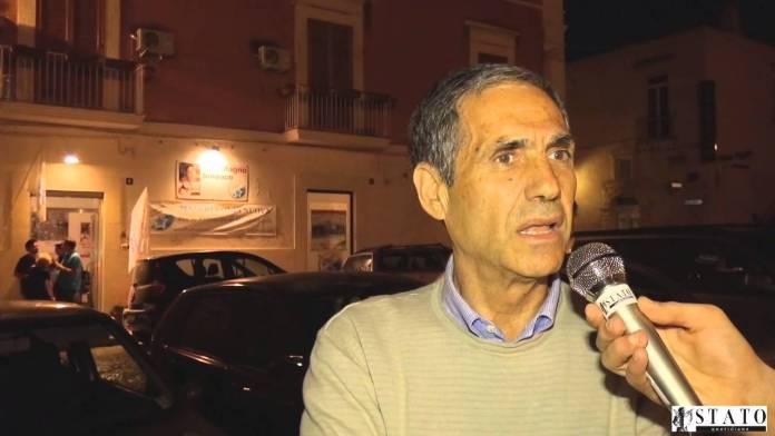 Italo Magno, consigliere comunale lista 'Manfredonia Nuova' all'esterno della sede dell'associazione in Piazza Duomo (SQ)