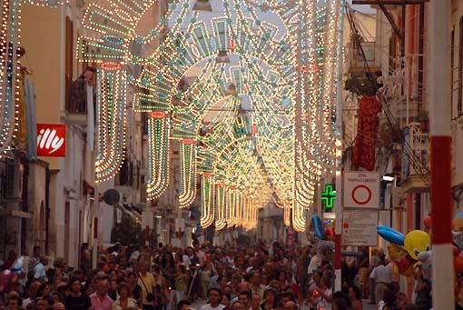Immagine d'archivio non riferita al testo: Corso Manfredi Festa Patronale (ph manfredonia eventi)