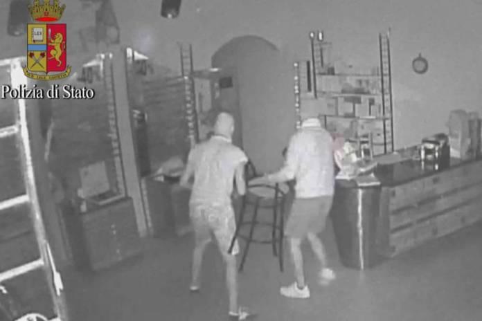 arresti per furti negozi e abitazioni (4)
