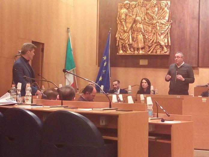 Un momento dell'intervento del consigliere comunale Ritucci in Consiglio (13.03.2017) - from M5S MANFREDONIA