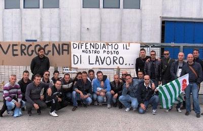 PASSATO SCIOPERO DIPENDENTI ZADRA VETRI MANFREDONIA (MANFREDONIA, sciopero del 26 ottobre 2011)