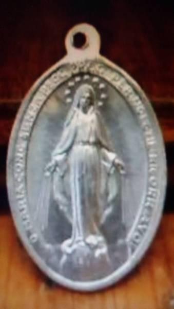 Anni '50-Medaglietta in alluminio con effige della Madonna-Prima Comunione