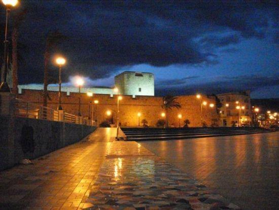 luirig.altervista.org - Manfredonia - Il castello di sera