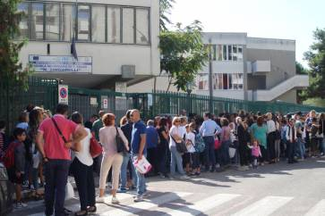 Accoglienza della polizia a scuola (2)