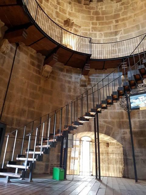 Torre della Regina interno scala chiocciola