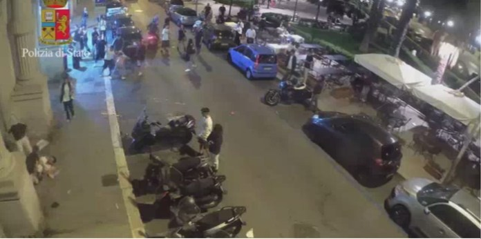 Coppia gay pestata e rapinata a Bari, due arresti (ph ANSA PUGLIA)