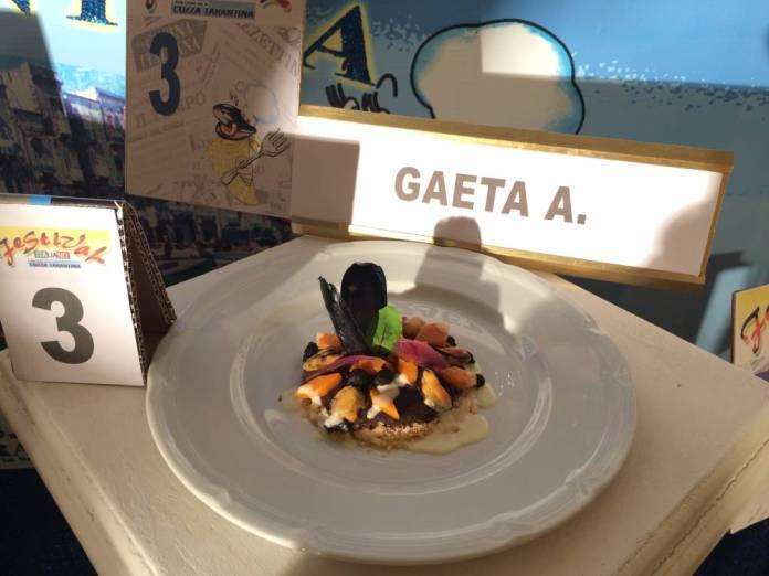 Angelo Gaeta - Crema di ceci neri e cozze, con zucca, cipolla caramellata, gocce di bufala su letto di taralli al finocchietto