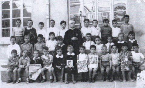 Maggio 1955-Scuola Elementare Ed. Costanzo Ciano, poi De Sanctis-Al centro della foto il maestro don Lorenzo Cuccia(1)