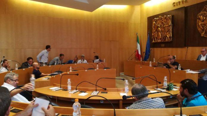 Un momento della seduta di Consiglio comunale a Manfredonia, ph Libera Maria Ciociola