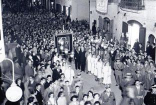 Anni '50 - processione della Sacra Icona in corso Manfredi