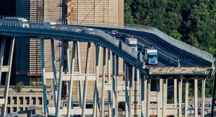 Collapse of the Morandi motorway bridge in Genoa 15 August 2018 - Fonte image Il Post
