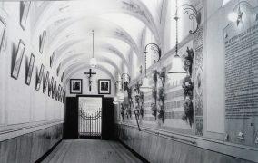 1929-Chiostro di Palazzo S.Domenico-Sacrario con foto e targhe dedicate alla memoria dei caduti della Grande Guerra