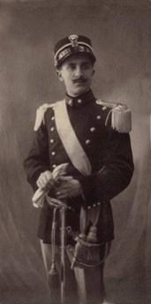 Il milite P. Nardone eroe della prima guerra guerra mondiale seppellito in una tomba monumentale nel cimitero di Manfredonia