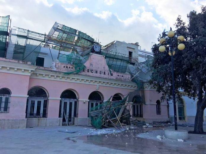 Crolla impalcatura a Vieste, in provincia di Foggia, a causa del maltempo